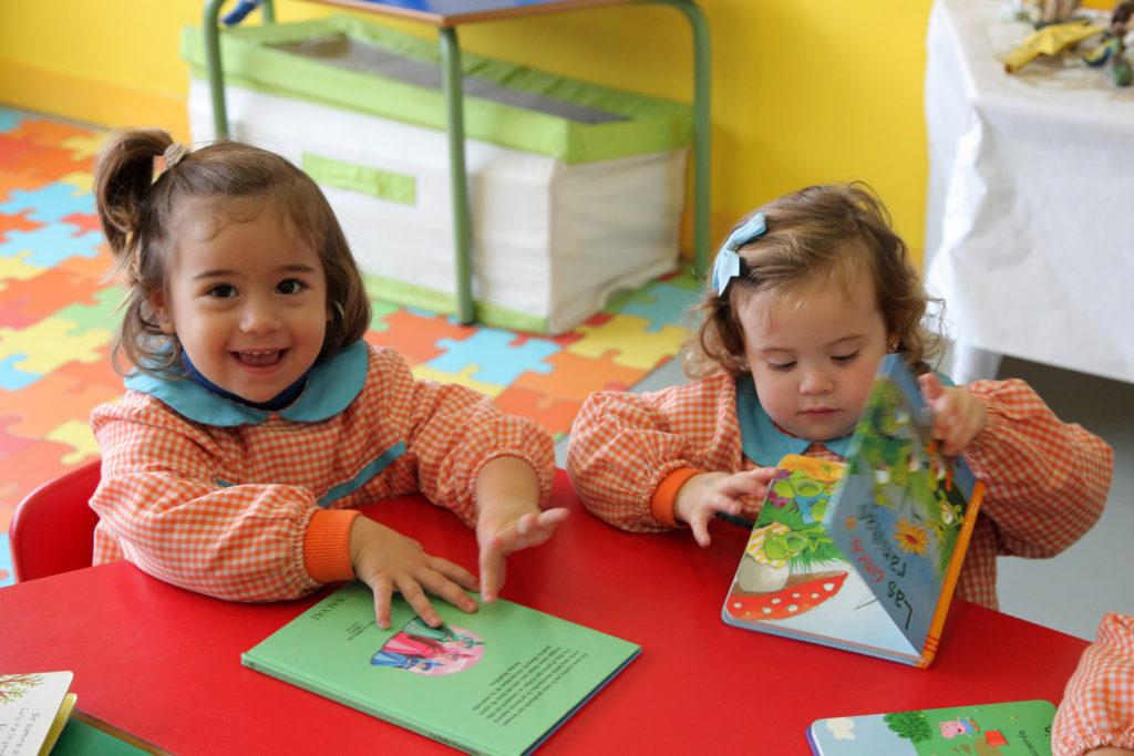 niños leyendo cuentos escuela educacion infantil cordoba sevilla